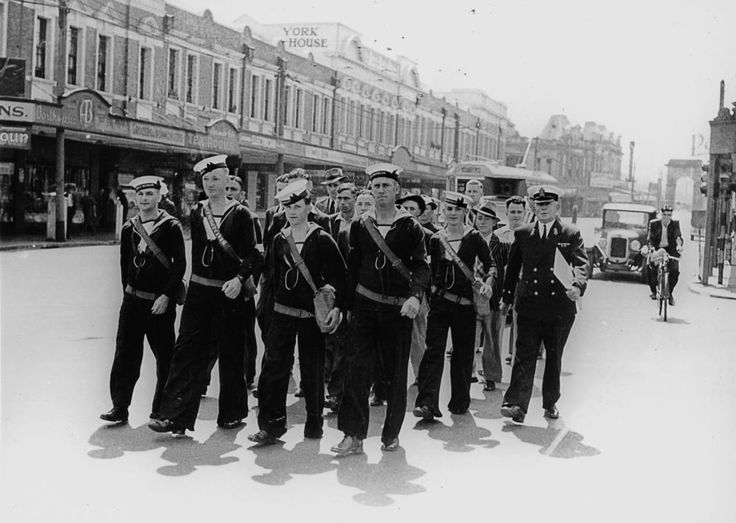 Naval recruits march along Melbourne Street, South Brisbane, ca. 1941