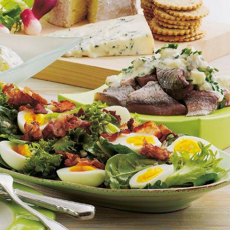 Salat med smilende æg og sprød bacon