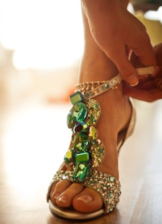 green jewel shoes ;): Fashion Shoes, Style, Bling Shoes, Emeralds Green, Jewels Sandals, Girls Fashion, Heels, Girls Shoes, Bling Bling