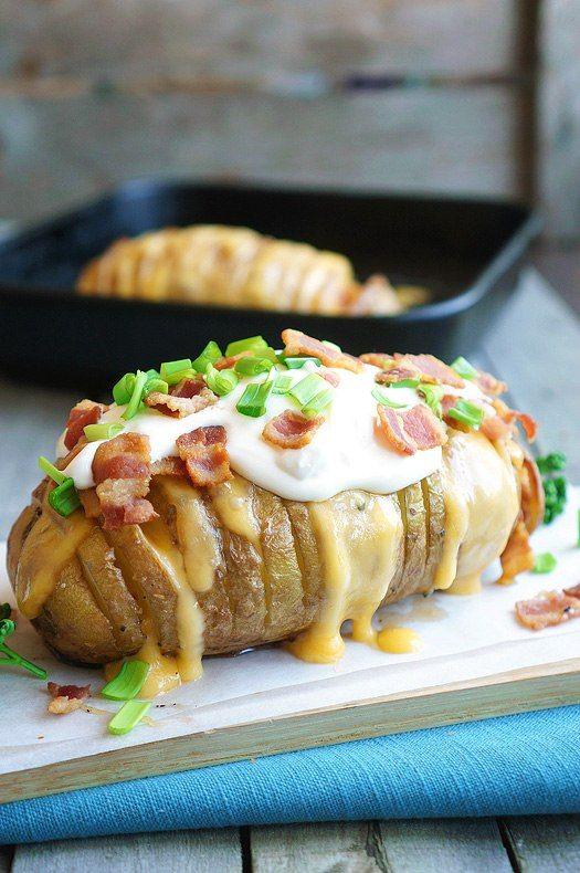 Запеченная картошечка с сыром и беконом