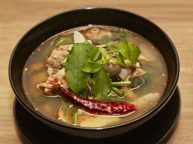 食通のためのグルメメディアdressing「しおグル/矢野詩織」の記事「世界に広がり始めたタイ東北部「イサーン料理」が日本に来た!」です。