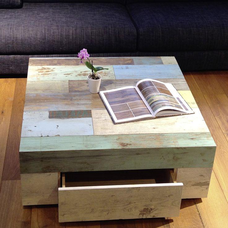 Couchtisch aus Altholz Kastanie mit bunten Lackspuren, Schublade integriert. #einrichten #Einrichtung # Wohnzimmer #Couchtisch #Altholz