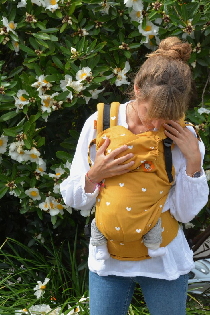 Until recently, if you had asked me what my favourite baby carrier was, I would have had a 3-part answer. I would have mentioned my favourite sling for the newborn days, a baby carrier to follow, and then a separatetoddler carrier for when the baby is bigger.