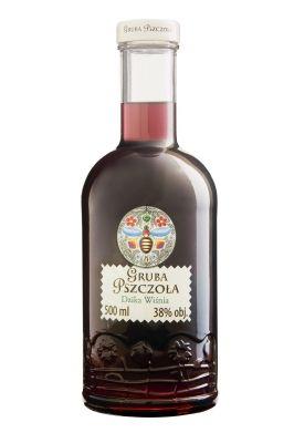 Polski likier o aromacie dzikiej wiśni, wzbogacony dyskretnymi nutami czarnej porzeczki, jeżyny, moreli i tarniny.
