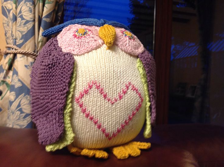 Hoot the knitted owl