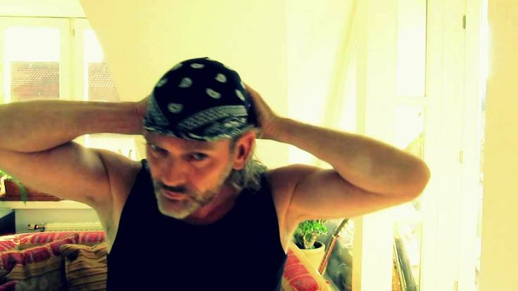 how to tie a bandana to wear on your head