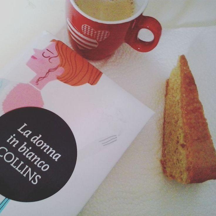 Giorno 29 della #challengebookmarch  dolce e libro. Caffè  ciambellone  La donna in bianco di Collins! Trovate la recensione sul blog! (Link in bio) #pausa #libro #leggere #lettura #wilkiecollins #newtoncompton #minimammut #coffee #caffe #dolce #sweet #books #bookstagram #instalibro #mug #instadrink #booklover #bookporn #instaread #booksofinstagram #bookish #instafood #instalike #like #libro #amoleggere #seguimi