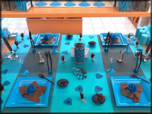 Table de f te bleu turquoise et marron chocolat id al for Decoration de table bleu turquoise