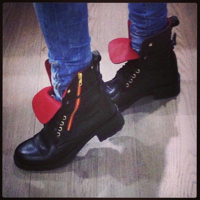 Τζινάκι σε συνδυασμό με Jennyfer boots!