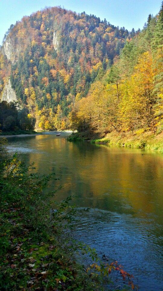 Spływ Dunajcem #szczawnica #pieniny ~ Dunajec River, bordering Poland and Slovakia along the Carpathian Mountains. Pieniny Park region for both countries.