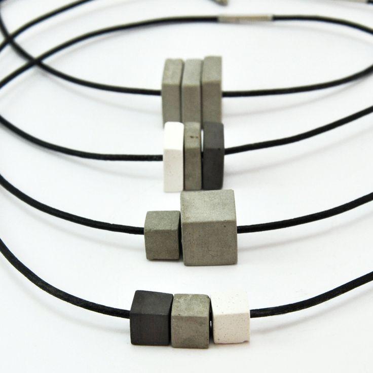 Colgante de 3 Piezas de Cemento Unisex, montados en cuero. de MicaRicaShop en Etsy