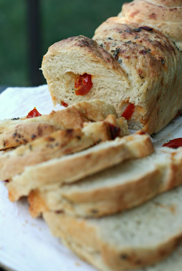 Pane intrecciato all'aglio, pomodorini confit e erbe - con le mani in pasta - #TwelveLoaves