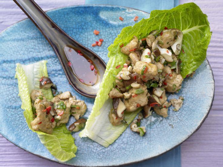 Asia-Hähnchenfleisch - im Salatblatt - smarter - Kalorien: 270 Kcal - Zeit: 20 Min. | eatsmarter.de