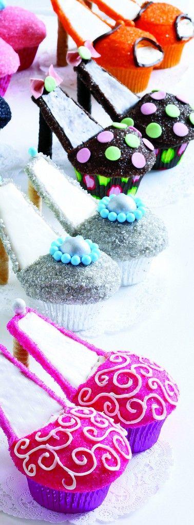 Fashionista cupcakes for desert!!!