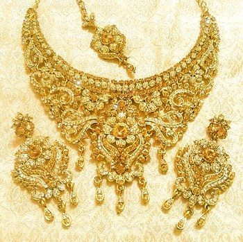 Designer golden bridal wedding party necklace jewelry set with maang tikka