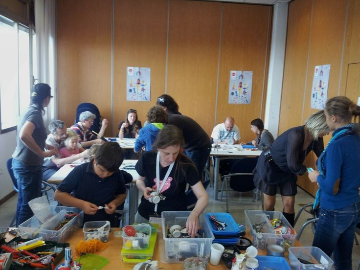 Workshop tinkering  come realizzare uno ScaraBot / Tinkering Workshop:  How to create a ScaraBot #makerfairerome #tinkering