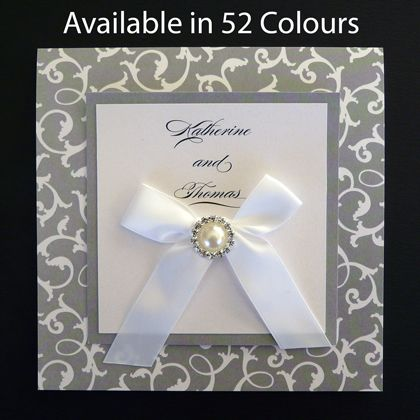These square folding wedding invitations printed with an ivy pattern can be ordered online. Available in more than 50 colours.www.kardella.com