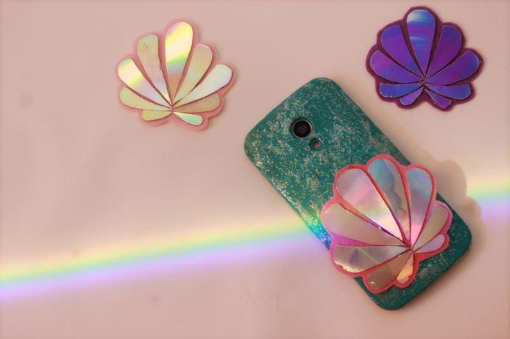 Case de celular usando cd's antigos com conchas holograficas | sereismo