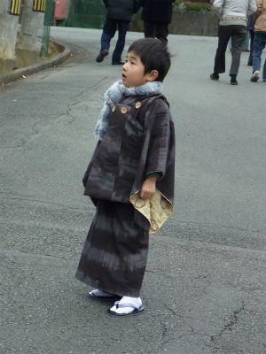 """Linen kimono and hifu set for 3-4 year old boy. """"被布は女の子だけではありません。 元気な男の子にも被布はピッタリヽ(^o^)丿 お正月、七五三にも幅広く来ていただけます。"""" ~umeneko622"""