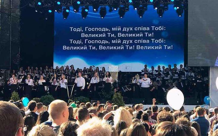 Miles de jóvenes alaban el nombre de Dios en las calles de Ucrania