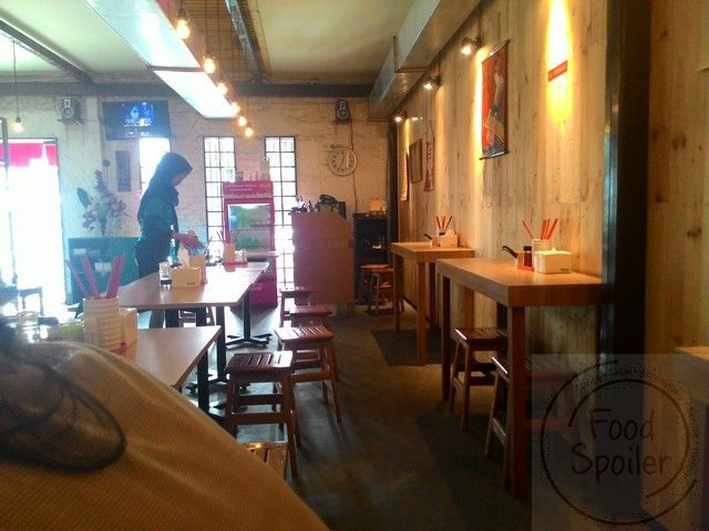 벽쪽 붙일 테이블과 의자 세로식 2인용