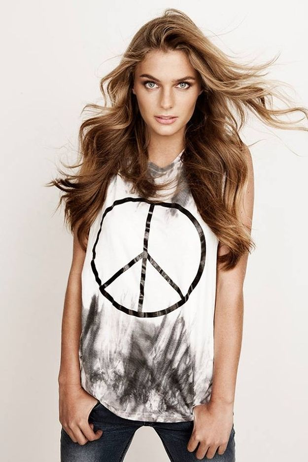 I like the Tshirt. Chilean actress and model, Josefina Montané.