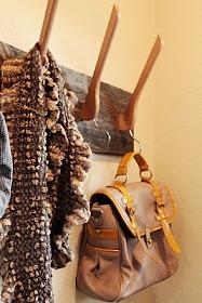 Coat hanger for the front door- love!Diy Ideas, Diy Coats, Coats Racks, Wooden Hangers, Coats Hangers, Coat Racks, Glasses Boxes, Clothing Hangers, Crafts