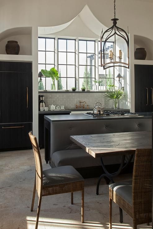 Mediterranean+kitchen+features+a+gothic+lantern+over+black+