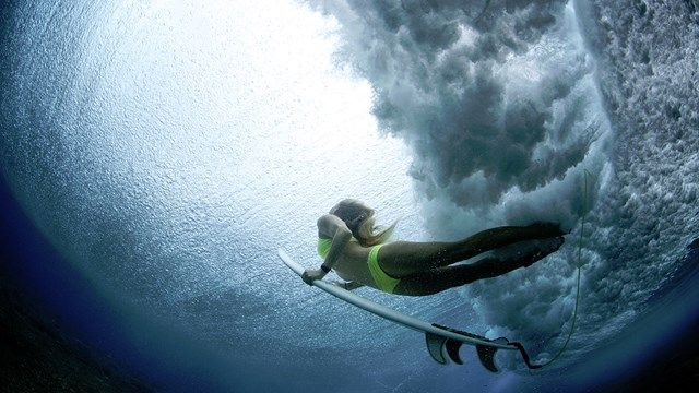 The roar of the waves - The sudden silence - Just you and the waves. Surfer girl under water #ocean #surfing #kilroy #waves