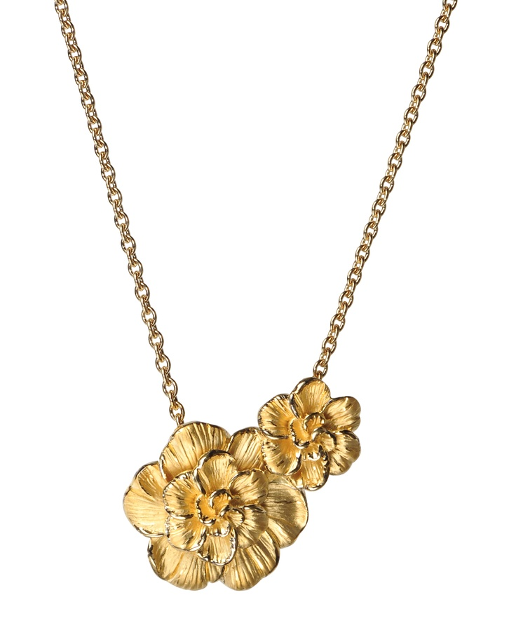 Gardenias pendant in yellow gold.  www.carreraycarrera.com