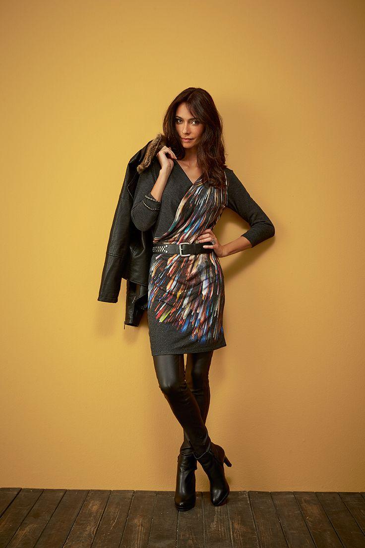 """""""IMAGINE"""", une robe portefeuille cache coeur anthracite aux manches 3/4, aux imprimés digitaux imagnée pour porter avec des jeegings faux cuir et ceinturé pour réveiller la rockeuse qui est en vous #mode#elora#elorabygf#blouse#rock#imprimé#cuir#pantalon#blouson#tunique#ceinture#blouson"""