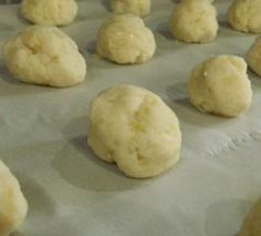 Cockroach balls made with boric acid. Don't put in places accessible to children or pets. Ingredients: 200g of boric acid; 1 medium onion (You can use onion flakes but they're not as good); 1 cup of flour; 1/4 tsp of salt; About 100ml of milk.