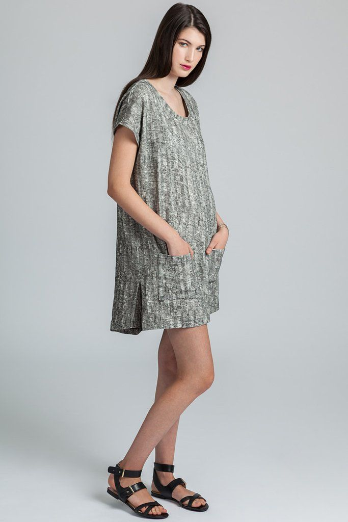 Keats Tunic by eco-focused Canadian fashion label Pillar. Light weight linen blend short sleeved tunic with front pockets. Ethically made in Vancouver, Canada.