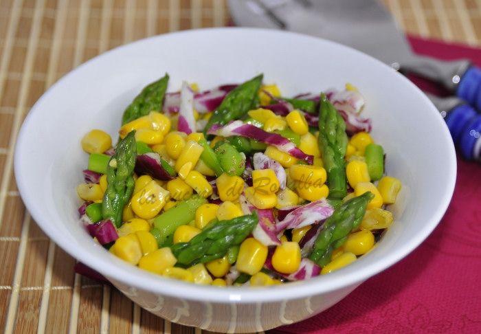per un pranzo leggero o come contorno l'insalata di asparagi e mais è semplice ma nutriente e può essere arricchita con verdure a piacere secondo i gusti