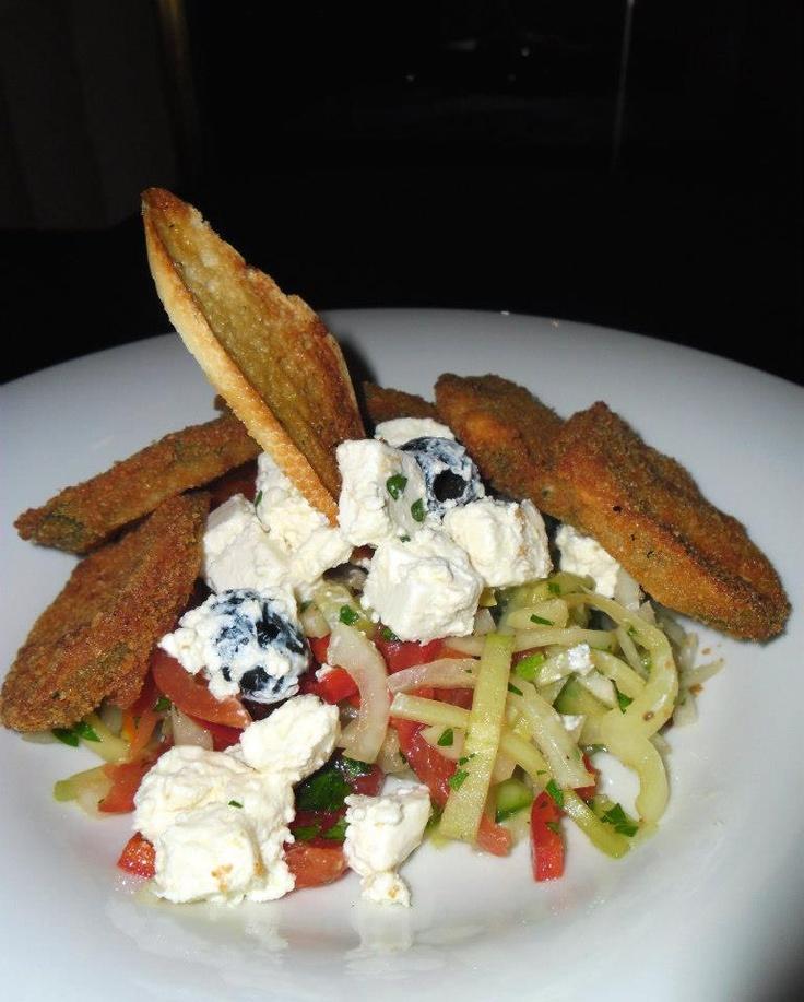 Quiche salad with breaded zucchini