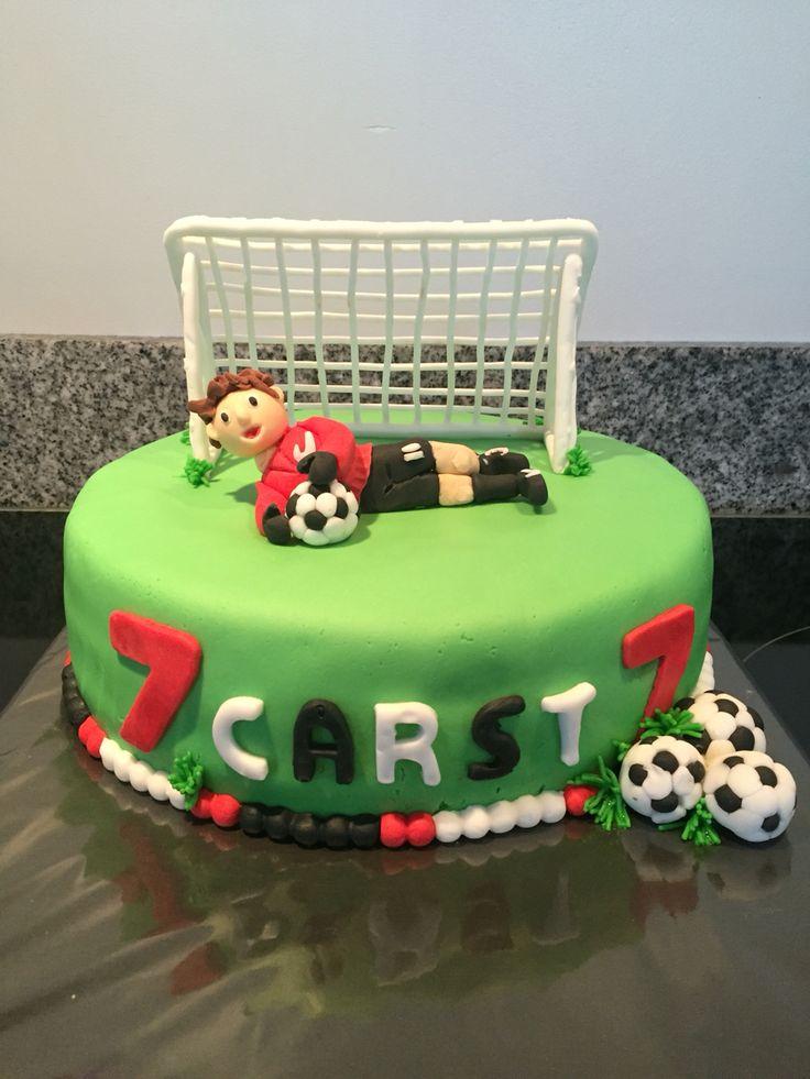 Voetbal taart met aardbeien vulling / soccer cake