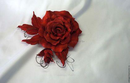 Броши ручной работы. Заказать Брошь роза Lady red (итальянская замша). Студия…