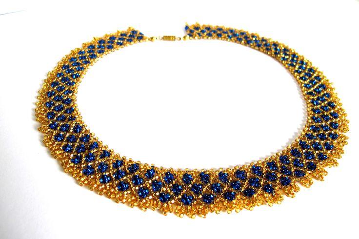 """Korálkový+límec+""""Křižková+elegance""""+Korálkový+límec+ve+formě+tradíčního+lidového+šperku.+Obvod+krku+cca+45,5+cm+Decentní+třpytivý+šperk+vhodný+pro+denní+a+příležitostné+nošení."""