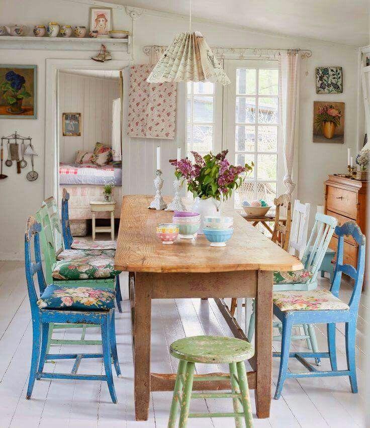 Uma sala de jantar colorida e romântica!