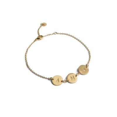 LoveTag-armband van mat, verguld sterling zilver. Deze persoonlijke LoveTag-armband kan de mensen waar je het meeste van houdt symboliseren. Kies uit gegraveerde cijfers en letters.