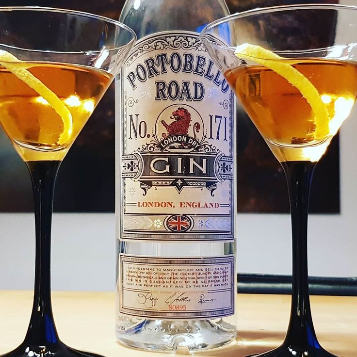 Perfect Martinez. Portobello Road Gin Dry Vermouth Red Vermouth Cointreau Angustora Bitters. #gin #martini #martinez #cocktails #dandywithlens http://ift.tt/2dR8SmY