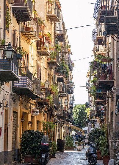 une #rue pittoresque de #Palerme en #Sicile