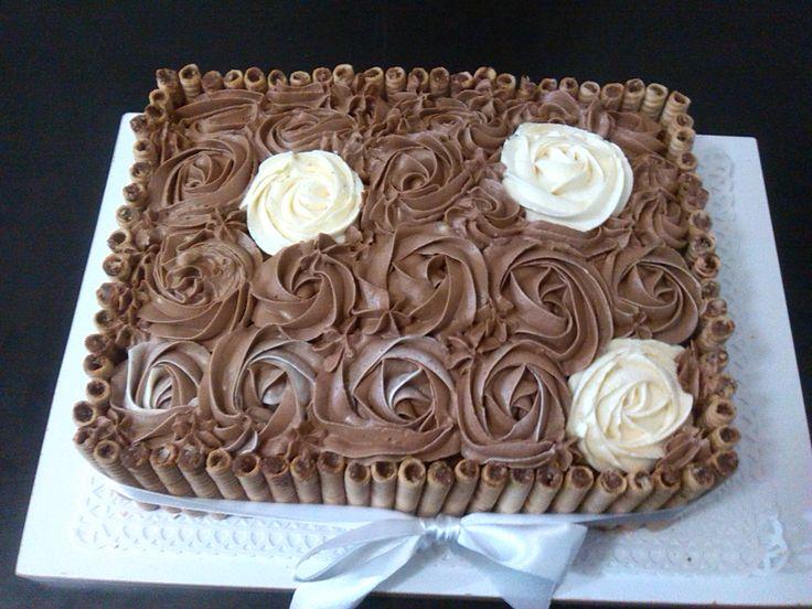 Torta de rosas de  chocolate y pirulin