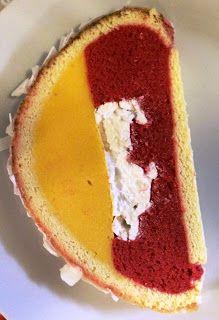 Gâteau léger à la mangue / framboise avec un insert de meringue