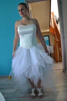 Robe de mariée corset, jupe mouchoirs de tulle, courte devant www.portez-vos-idees.com