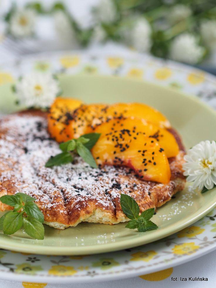Smaczna Pyza: Omlet z białek i płatków owsianych, z owocami