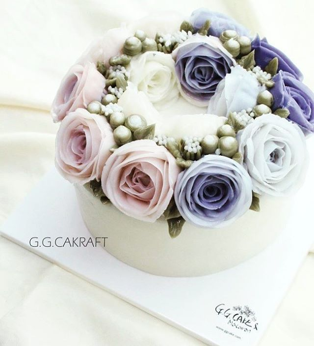 Wreath buttercream flowercake.  Done by student.
