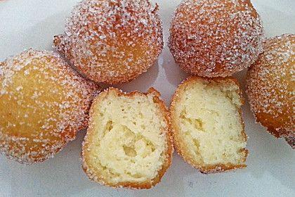 Lecker, frisch, fluffig und perfekt zum Kaffee: Quarkbällchen!