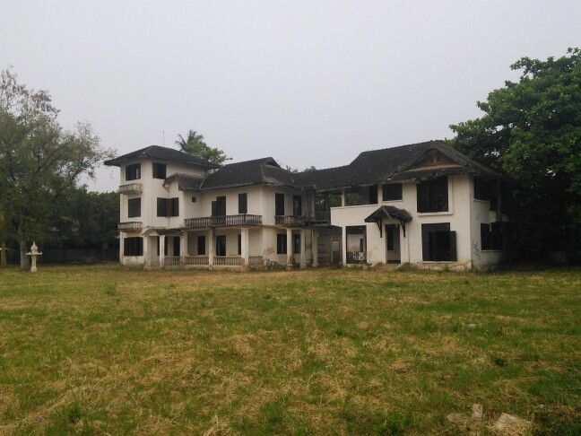 Gorgeous abandoned mansion.