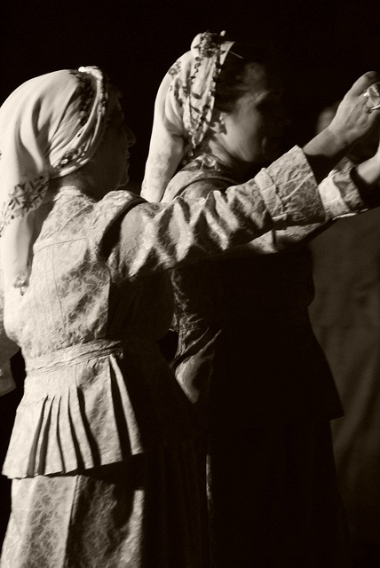 www.villsethnoatlas.wordpress.com (Grecy, Greeks) Greek traditional dance (4) by Thalia Nouarou, via Flickr